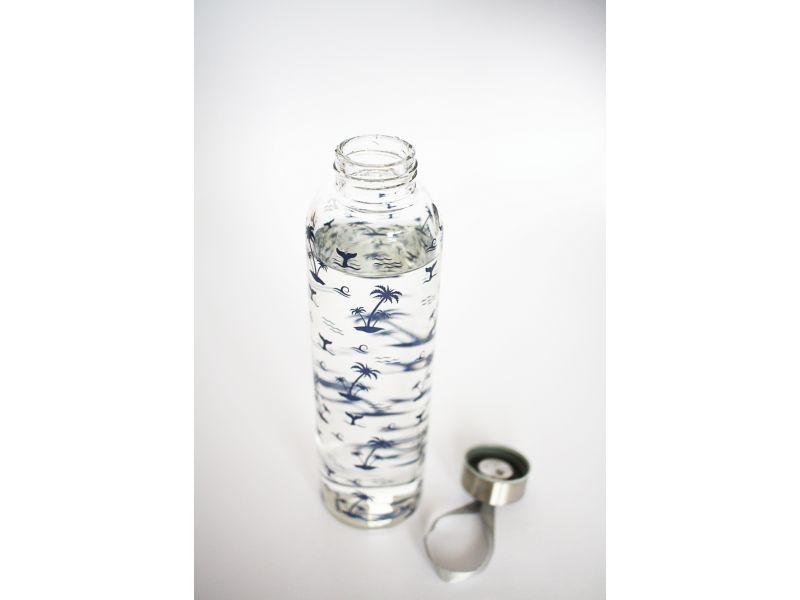 Designová láhev ze skla na pití s tropickým motivem